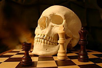 Schädel-Schachspiel